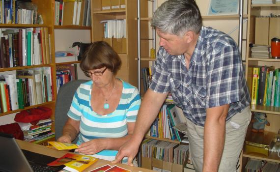 Librarians work with farmers to produce marketing materials in the Libr-A desktop publishing centre.